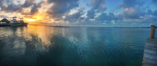 Iguana Reef Inn: stunning sunsets from dock