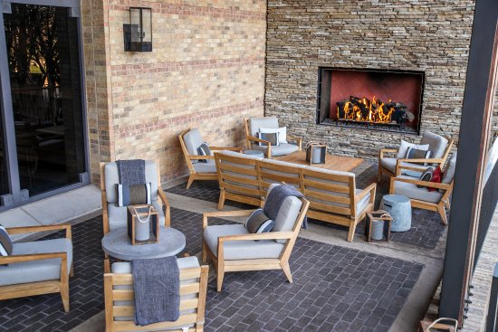 Irving, TX: OUTLAW Taproom outdoor patio