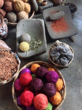 San Juan la Laguna, กัวเตมาลา: herramientas especiales para el proceso de tinte natuaral