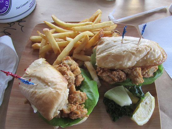 Grasonville, MD: Po Boy Fried Oyster sandwich platter