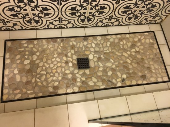 Goleta, CA: The painful rock floor in the shower with a glass half door