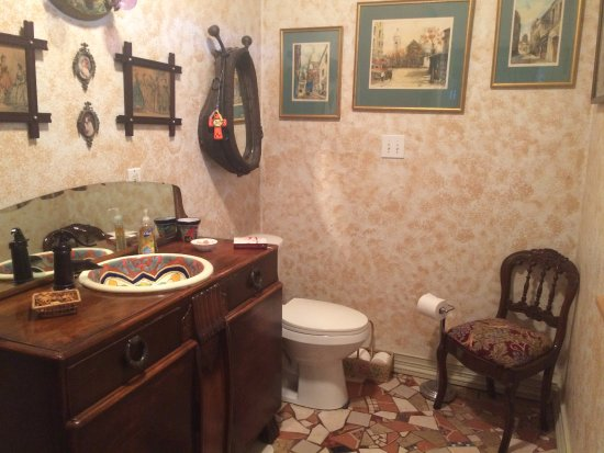 Marble Falls, TX: Grandview guest bath