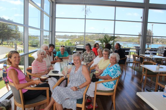 Laurieton, Australia: I couldn't resist taking this photo of a lovely group of ladies having their coffee and cake