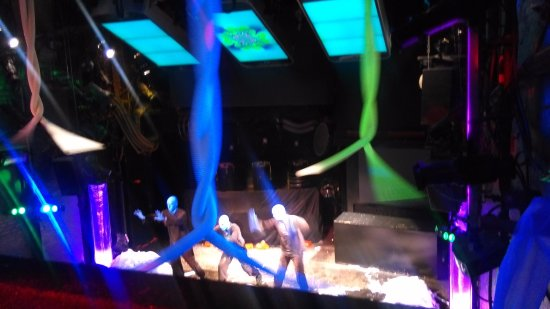 Blue Man Group: Amazing sound and visual experience