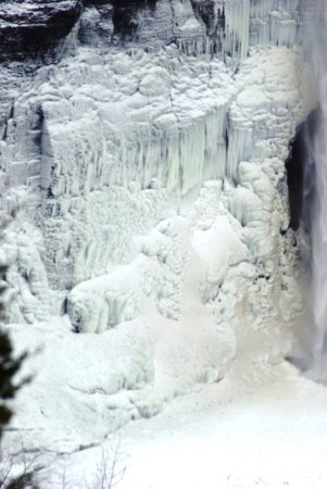 Trumansburg, NY: more ice around the falls
