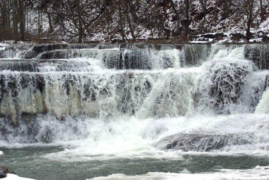 Trumansburg, Нью-Йорк: lower falls