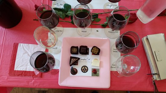 Palmyra, Virginie : CCW recently had a Chocolate and Wine Pairing event that was worthy of attending. YUM!