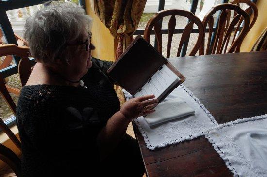 Hacienda Cusin: Un grand pupitre pour la lecture ou écrire. Suite 12