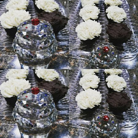 Branford, CT: Magnificent cupcakes made by Chef Paul Andrew