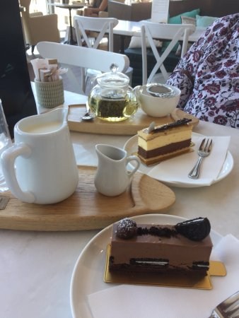Indooroopilly, Αυστραλία: yummy cake slices