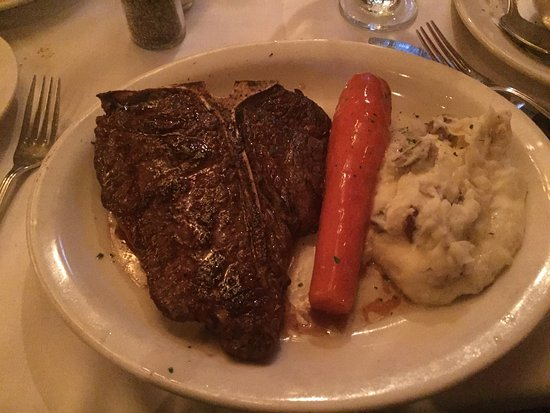 Bob's Steak & Chop House : The meal and the drinks were delicious l.