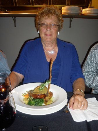 Hawera, Nya Zeeland: Pork belly and long piece of crackling