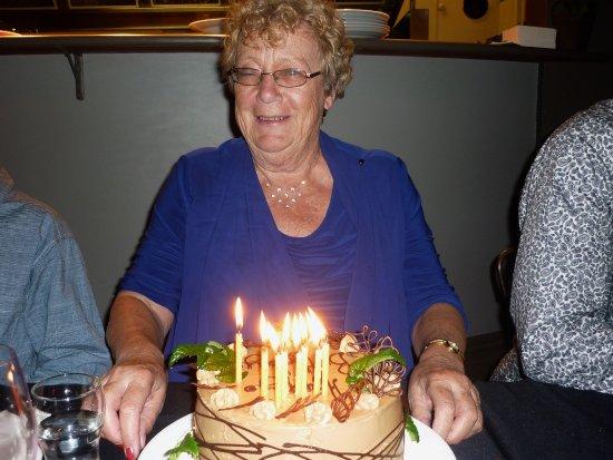 Hawera, Nya Zeeland: Cake allowed to be brought in