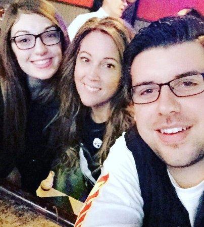 Coraopolis, PA: Selfies = #TeamHangar