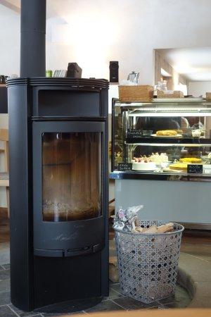 Higashikawa-cho, Japón: あったか暖炉に美味しいピザとオニオングラタンスープとケーキをいただきました。 特に生姜と白菜のピザはこれまで食べたことのない味で印象的でした。皆様もぜひ!