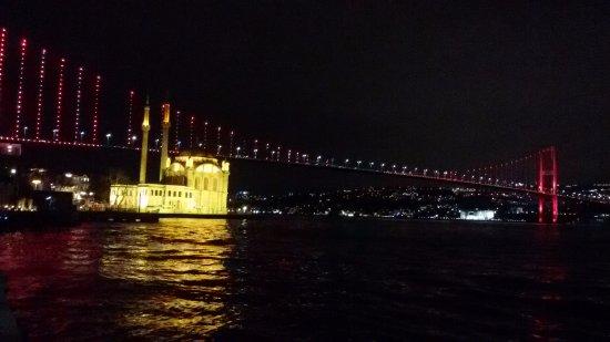 Feriye Palace: Night view from Feriye shore