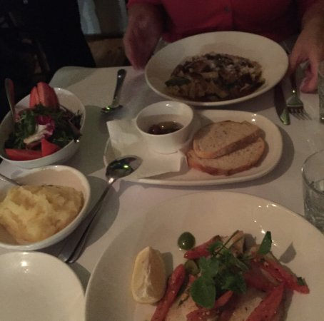 Woollahra, Australien: Mushroom linguine and John Dory with olives & tomatoes