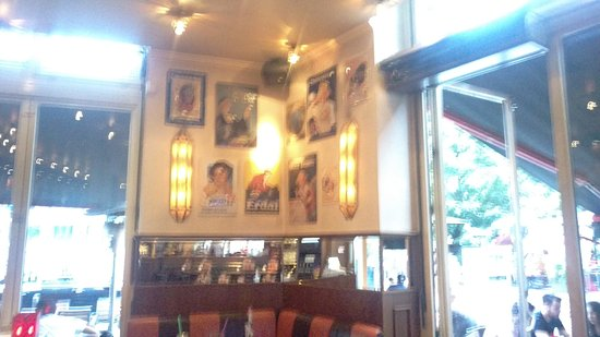 Cafe Extrablatt: Inside