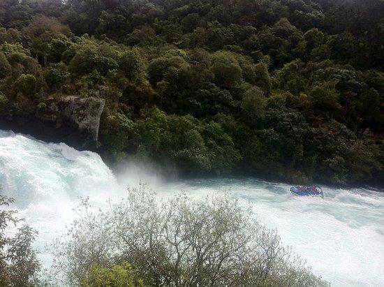 Taupo, New Zealand: the amazing huka falls