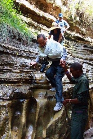 Hell's Gate National Park: 親切,熱心的峽谷管理員隨時扶助遊客,令人倍覺溫馨