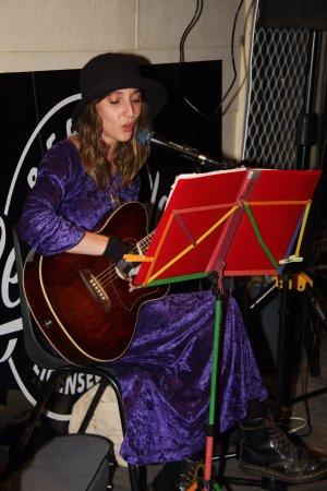 Bermagui, Avustralya: Zoe Carroll playing live