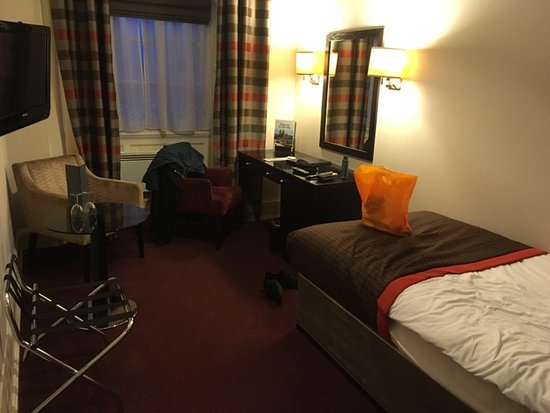Room With Nothing In It: Poor Single Room Nothing Like What Is Advertised On