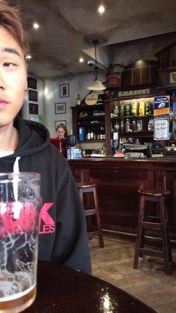 The Bog Irish Bar: ちょっと見にくいかもしれませんが何も言わないとこのグラスで出てきます。