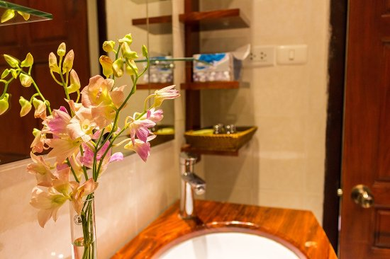 Mekong Riverview Hotel: Sink and orchid