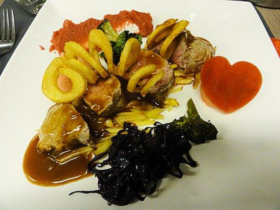 Zedelgem, Βέλγιο: Kalfsvlees met vergeten groentjes en spiraal aardappelen