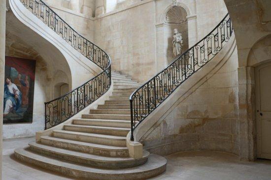 Abbaye aux Dames : Le bel escalier