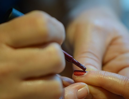 Walton-On-Thames, UK: A Manicure using CND Vinylux