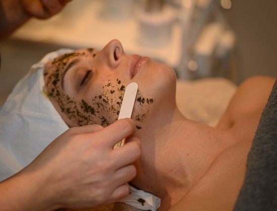 Walton-On-Thames, UK: Dr Schrammek Classic Green Peel Facial