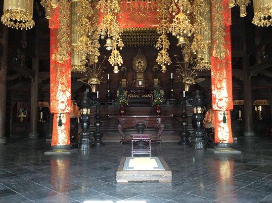 仏殿の内部 - 横浜市、總持寺の...