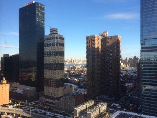 ホリデイイン エクスプレス ニューヨークシティ タイムズスクエア, 部屋からハドソン川に近くの高層マンション等が見えます