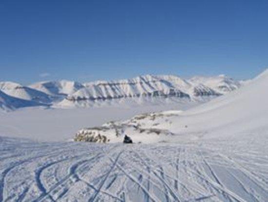 Svalbard Hotel: osallistu ikimuistoiselle lumiscooter reissulle