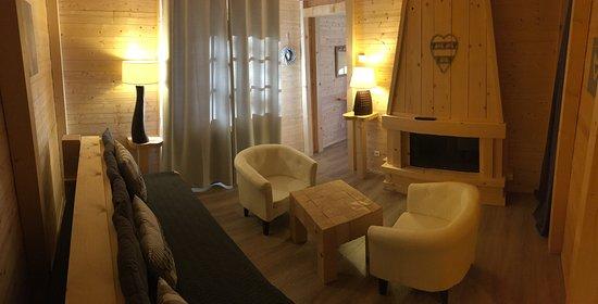 Lelex, France: salon suite romantique
