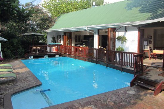 Rivonia, Republika Południowej Afryki: Breakfast room overlooking the pool