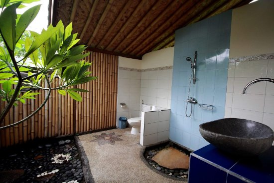 Seraya, Indonésia: All bungalow with see view and hot cold shower