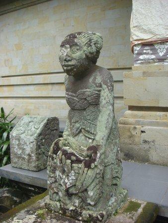 Museum Puri Lukisan: Traditional sculpture at doorway of building