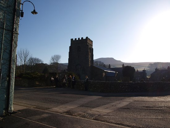 Horton-in-Ribblesdale, UK: church on the other side of the Golden Lion