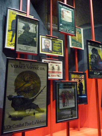 Ypres, Belgique : Recruitment posters from various nations.