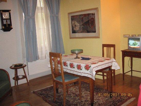 Arcadia Residence: столовая