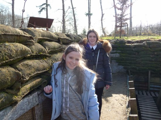 Zonnebeke, Bélgica: Now in a British replica trench.