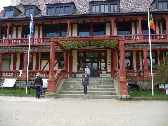 Zonnebeke, Belgien: Can't miss the museum.