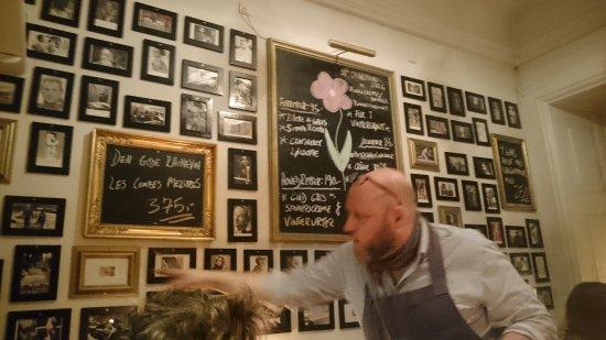Bistro Francophile: Billeder at lommetyve og situationsglimt fra Frankrig præger væggene og understreger stemningen