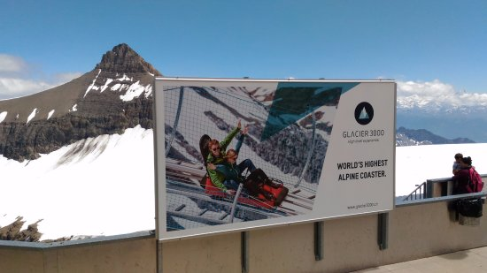Les Diablerets, Schweiz: The sign on top of the glacier