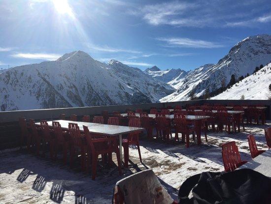 Grimentz, Swiss: Vue de la terrasse de bendolla en février