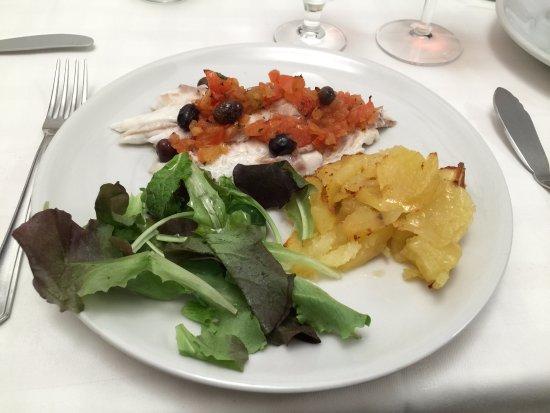 Nuovo Piccolo Mondo: Orata fresco al forno con patate, olive Taggiasche e rosmarino