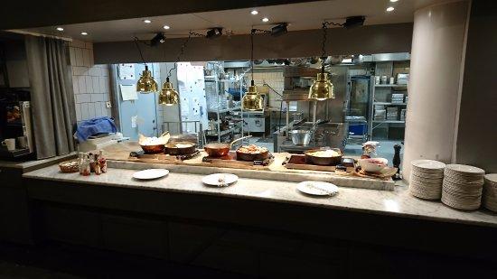 Arlandastad, Suecia: Trist frukost