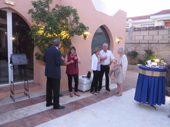 La Estancia : Welcome canapes in sunny courtyard
